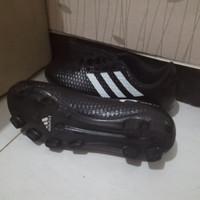 sepatu sepak bola Adidas ukuran 38