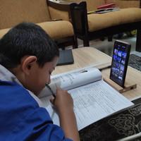 holder HP untuk pembelajaran daring anak,home made dari kayu mindi