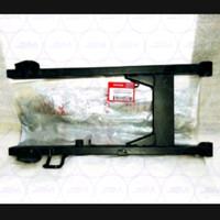 Swing arm fork belakang Honda Supra x 125 Helm In 52110-KYZ-9102A Orig