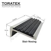 Heavy Duty Alumi Stair nosing karet anti slip / List Tangga 119 cm