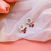 Enamel Resign White Flower Dangle Earrings Anting Anting (48)