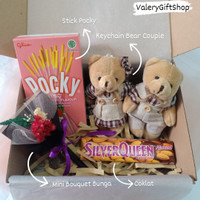 Hampers Gift Box Hadiah Kado Valentine Pacar Anniversary Bunga Coklat