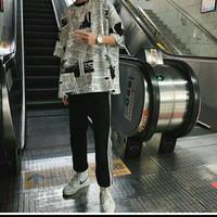 Kaos T-Shirt Lengan Pendek Longgar Motif Print Koran untuk Pria