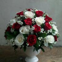Bunga vas bunga mawar asli