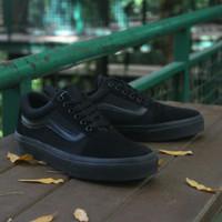 Sepatu Sneakers Pria Vans Old-Skool Hitam Polos