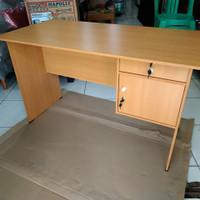 Meja kantor meja kerja 1/2 biro termoerah