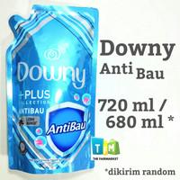 Downy Anti Bau Pelembut & Pewangi Pakaian 720 ml