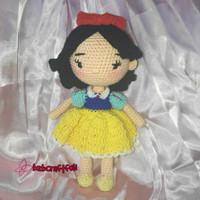 Boneka hand made rajut Putri Salju snow white