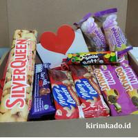 PAKET KOTAK hampers hadiah valentine coklat SILVERQUEEN CADBURY BOX