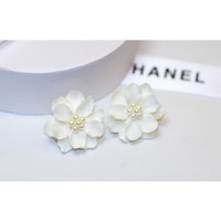 Anting TUSUK SIMPLE BUNGA PUTIH WHITE FLOWERY 3D A9839