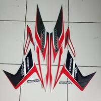 LIS polet Stiker striping motor Honda Vario techno 125 2011 putih