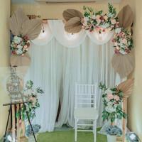 sewa dekorasi backdrop pernikahan simple nuansa putih 2.2 meter