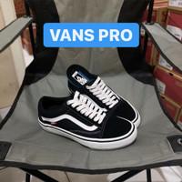 vans old skool pro black/white - Hitam, 36