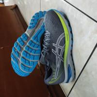 sepatu olahraga asics gel cumulus 22 ori