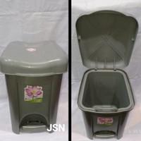 Tempat sampah injak Livina SL ukuran 15 liter