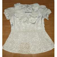 Baju atasan wanita warna putih Dengan hiasan tambahan frills Merk Acce