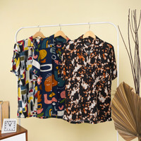 Kemeja Pria Lengan Pendek Hitam Motif Floral Hijau Maron / Baju Kasual