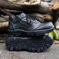 sepatu hiking pria keren crocodile morisey pendek boots safety hitam