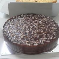 Kue Balapis/kue Lapis Manado coklat Kenari