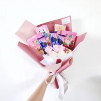 Pink Bouquet Snack +Satin flower wisuda + ulang tahun baket graduation