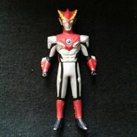 Bandai 14 Cm UHS Ultra Hero Series Ultraman R/B Rosso Flame