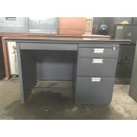 Meja Kantor Besi 1/2 biro merek Alba | Second