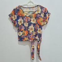 PreLoved Crop Top Atasan wanita pantai floral bunga motif