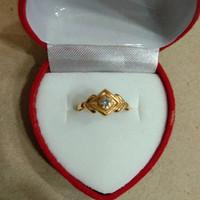 cincin anak ukir segi 4 mata putih 1/2 gram emas muda