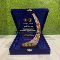 trophy plakat akrilik plakat wisuda piala penghargaan kado unik murah