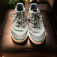 Golf Shoes / INESIS ( DECATHLON ) / SIZE 40