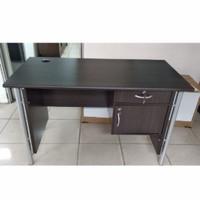 Meja kerja 1/2 biro meja kantor Orbitrend uk.120x60x75 cm