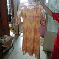 Kebaya modern dress pesta warna kuning bercorak corak unik