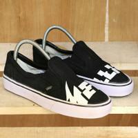 Sepatu vans metallica Sneakers Pria casual slip on sol putih ukuran 38