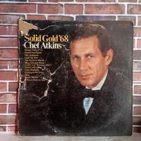 CHET ATKINS SOLID GOLD '68 / PIRINGAN HITAM / VINYL 12 INC