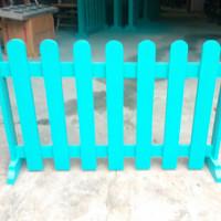 pagar pager partisi pembatas halaman taman ruangan kayu jati belanda