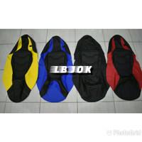 Sarung jok cover jok kain karpet bungkus kulit jok motor model eropa - Hitam Merah, scoopy