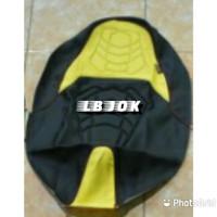 Sarung/cover/kulit/karpet/bungkus/kain jok motor pcx nmax aerox dll - Hitam Kuning, beat