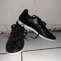 Sepatu Futsal Original Puma King Hero IT Black/White ukuran 40.5