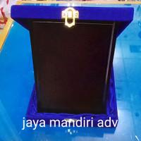 plakat kayu + box bludru
