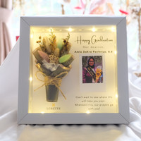 Buket Bunga dalam Pigura Frame 3D 20x20 cm Hadiah Wisuda Ulang Tahun