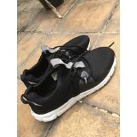 Sepatu running/gym league poste hitam