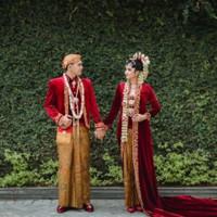 satu setel baju pengantin jawa merah