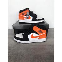 Sepatu Unisex - NIKE AIR JORDAN 1 MID - Orange Black