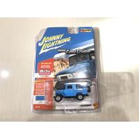 Diecast Toyota Land Cruiser TLC Hardtop biru JOHNNY LIGHTNING '80 FJ40
