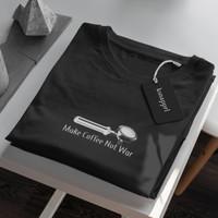 T-shirt Penikmat Kopi make coffee not war - Kaos Barista Ngopi - Putih, S