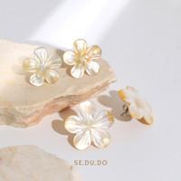 Cempaka earrings | Anting mother of pearl asli, Anting mutiara - M