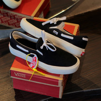 Sepatu baru Slip On Tali Vans Lacey Black White Full Suede Termurah