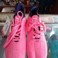 Sepatu Bola PUMA SUPPORT Warna Pink Motif Putih