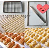 Paket bingkai pengrata adonan kue dan cetakan kastengel otomatis motif