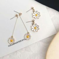 Anting bunga putih kecil
